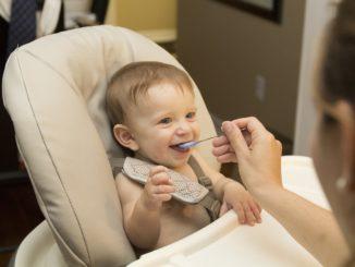 Как безопасно начинать прикорм возможными аллергенами